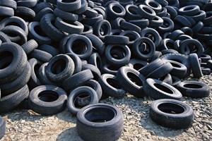Des pneus usagés prennent la direction... de la déchetterie